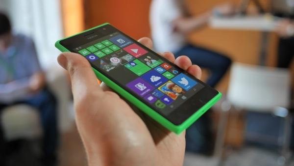 Lumia-730-12