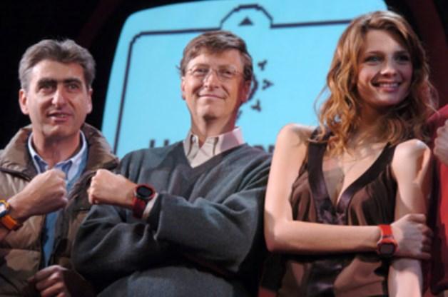 """Nick Hayek, Bill Gates und Schauspielerin Mischa Barton bei der Vorstellung der Swatch """"Paparazzi"""""""