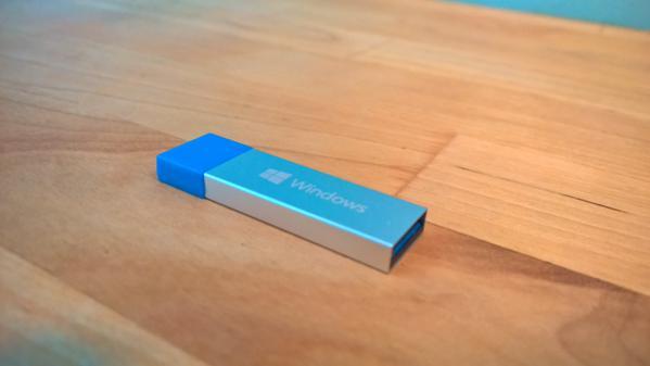 Microsoft Windows 10 Home English Usb Flash Drive: Kleiner Stick Ganz Groß: Erstes Foto Des Windows 10 USB