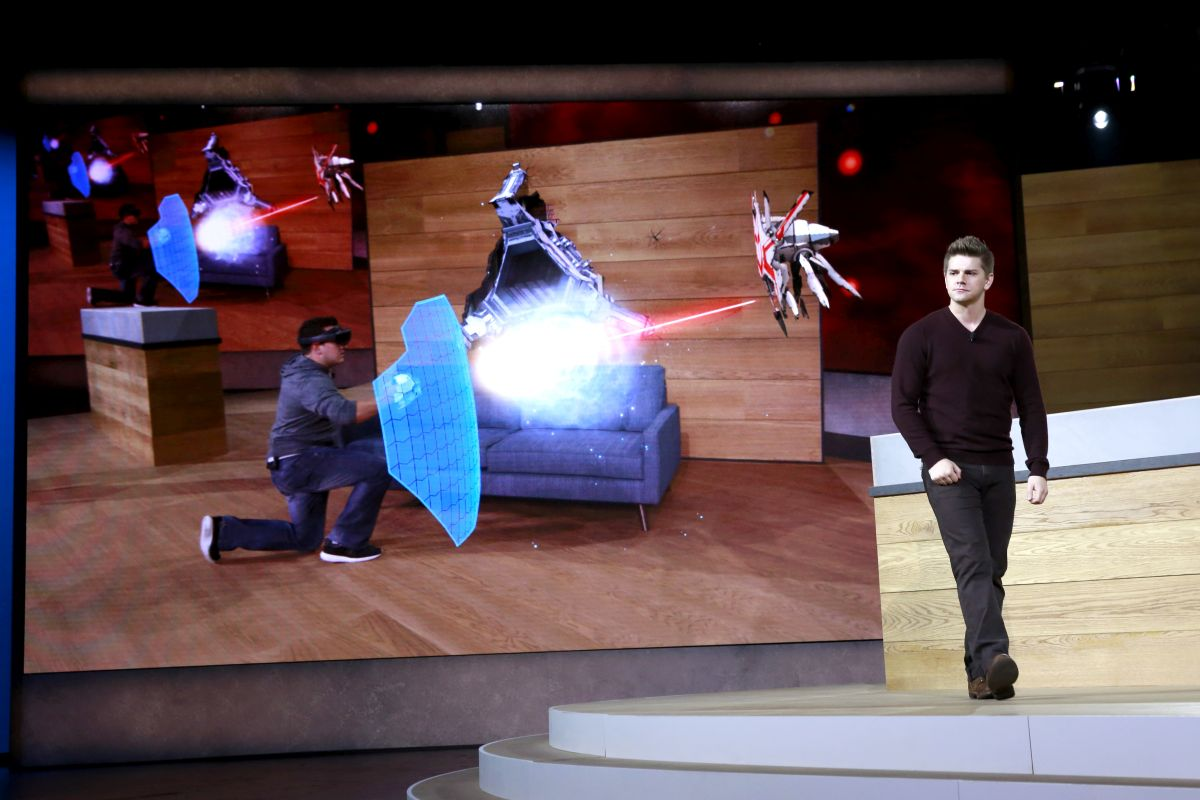HoloLens 2015