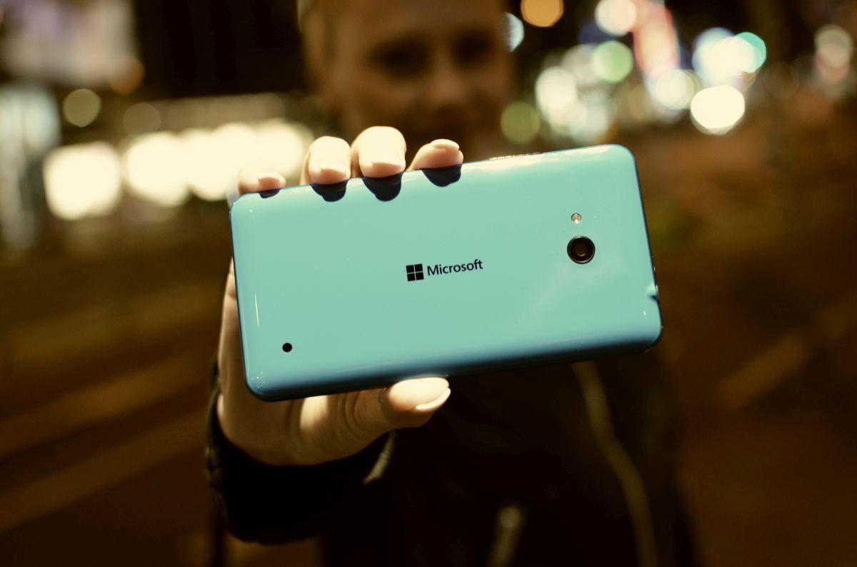Lumia640blau