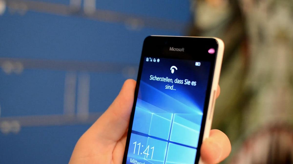 Lumia-950-Iris-Windows-Hello