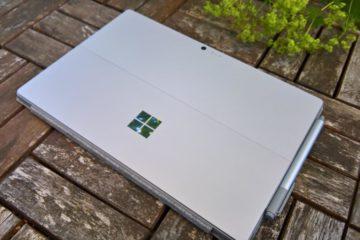 Surface Pro 2017 zugeklappt