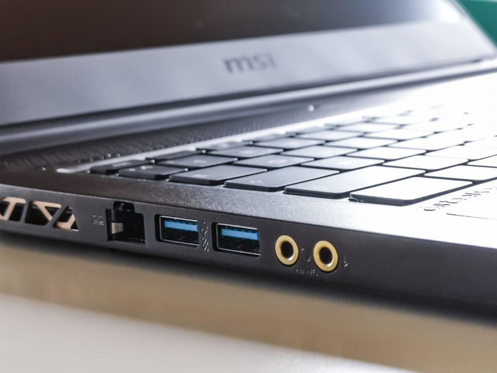 MSI GS65 8SF Ports links