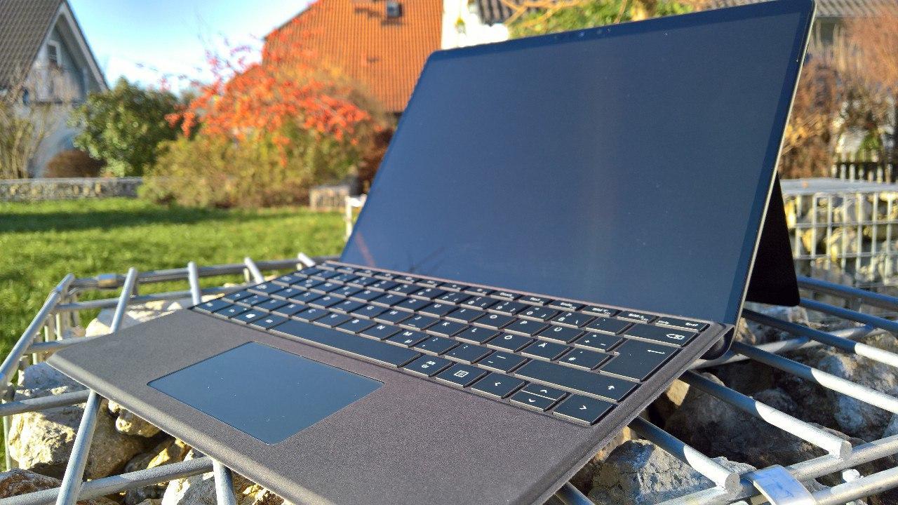 Surface Pro X Gesamtaufnahme von vorne